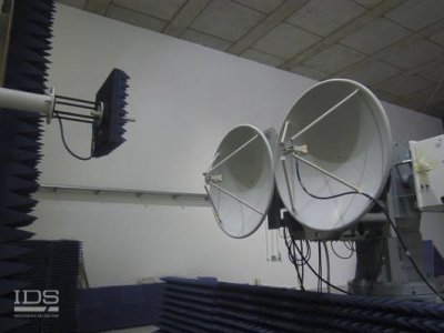 Antenna measurement example: near field test on a pair of dish antenna
